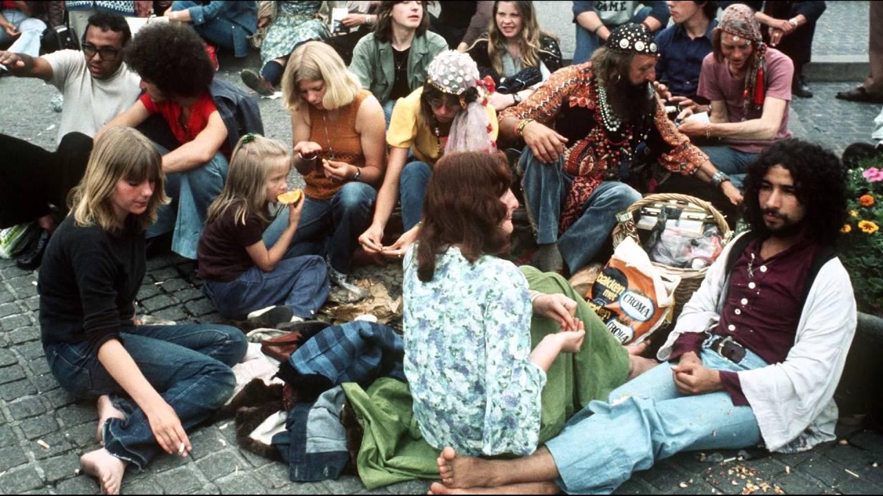 El movimiento hippie estadounidense fue uno de los grupos sociales que con mayor fervor fomento el amor libre dentro de un proyecto social. (Fuente: YouTube)
